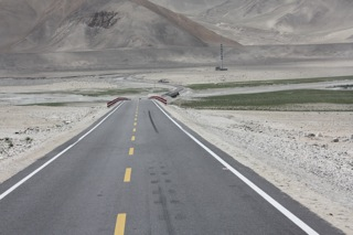 カシからの舗装道路.jpg