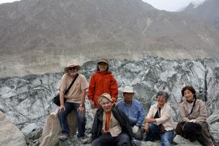 オーパル氷河集合写真.jpg